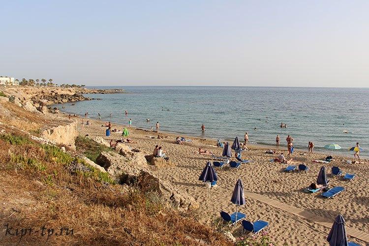 Песчаный пляж в Пафосе