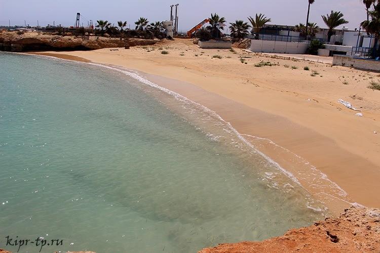 Пляж Макрониссос 1 (Makronissos 1 Beach)