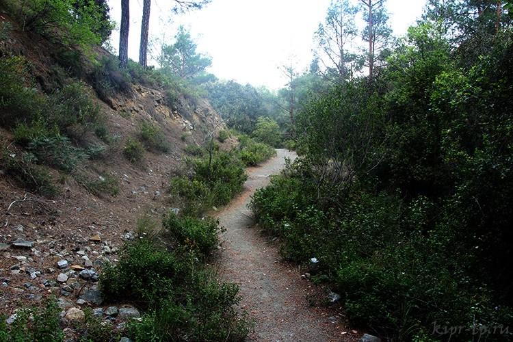 Тропа на водопад Месапотамос