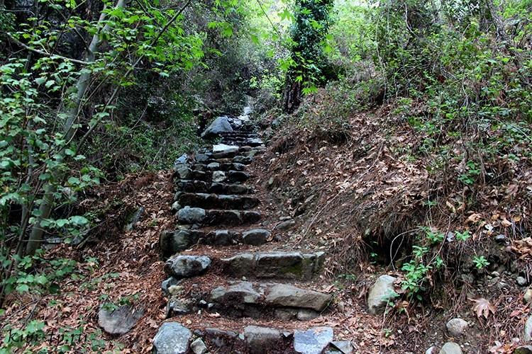 Лестница на водопад Кантара