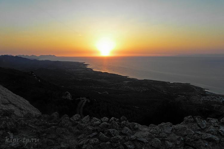 Закат в крепости Кантара