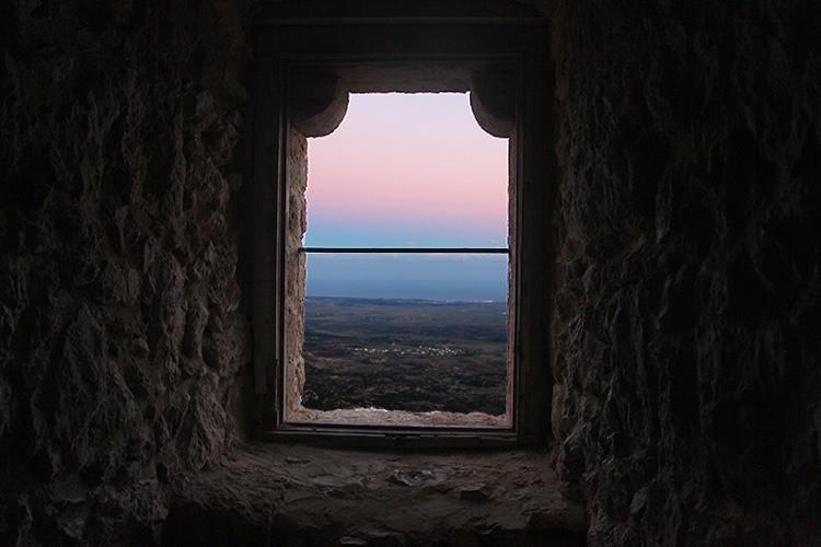 Окно замка